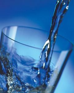 agua 240x300 O Bem que a Água Faz para Nossa Saúde: Hidrate se e seja Feliz