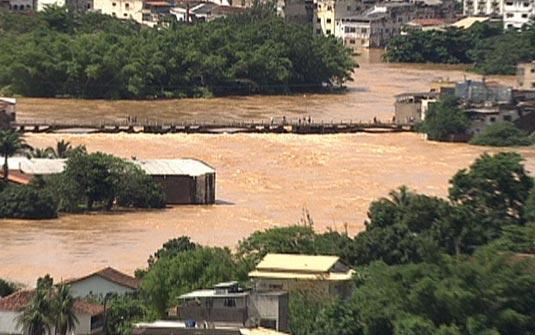 ruas cheias enchente rio Vítimas das Enchente poderão Sacar o FGTS   Limite é R$ 4.650,00