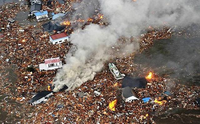 japao tsunami terremoto foto 2 Tragédia no Japão 2011: Confira as Fotos Incríveis do Terrível Tsunami