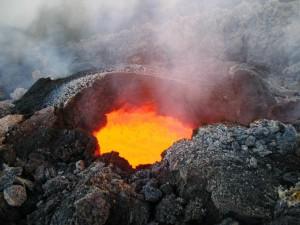 vulcao em erupcao 6 300x225 Vulcões em Erupção: As Fotos mais Incríveis da Furia da Natureza, Veja