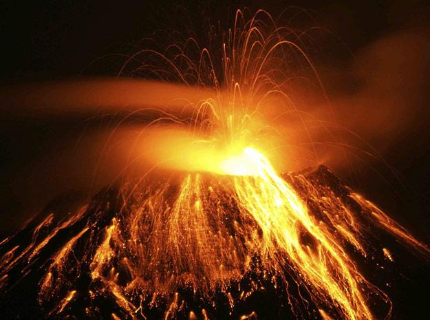 vulcao em erupcao 9 Vulcões em Erupção: As Fotos mais Incríveis da Furia da Natureza, Veja