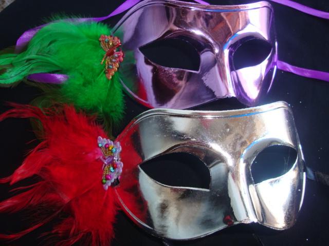 mascara com pluma Máscaras Venezianas para Bailes   Lindos Modelos e Lojas para Comprar
