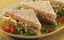 Sanduíche Natural de Atum e Cenouras Passo a Passo – Fácil e Nutritivo