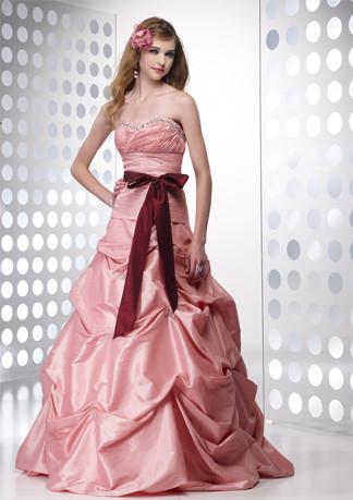 8f8ebc49e Outra coisa que não muda nesse tipo de comemoração é a importância do  vestido. Independente do tipo de festa