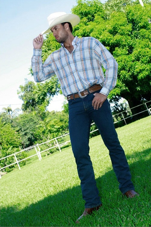 moda country masculina O que Vestir em um Show Sertanejo: Que Roupas Usar, Acessórios e mais