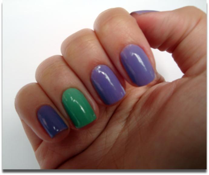 unha de cor diferente Unhas com um Dedo de Cor Diferente: Moda das Filhas Únicas, Fotos