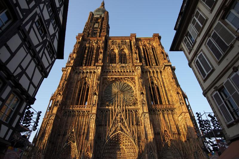 catedral gotica Resumo sobre Arte Gótica: Arquitetura, Pinturas, Vitrais e Esculturas