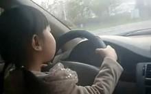 Menina de Quatro Anos Dirigi Carro em Estrada Movimentada na China