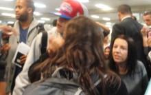 Justin Bieber é Vaiado na Chegada ao Aeroporto, Desembarque no Brasil