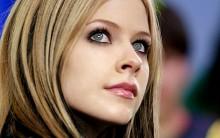 Cantora Avril Lavigne Briga, é Agredida, Fotos do seu Rosto Machucado