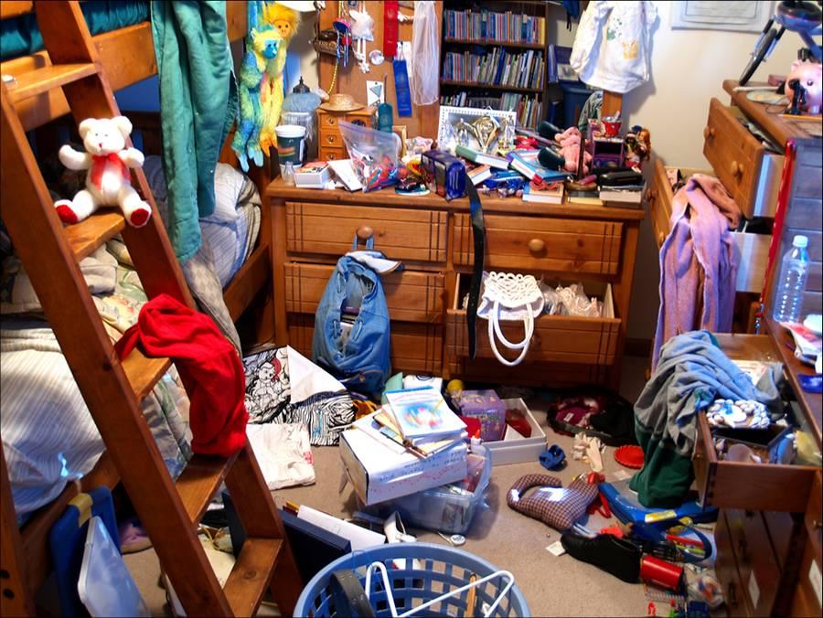 messy bedroom 2 Como Organizar Quarto de Criança: Arrumar Brinquedos, Diminuir Bagunça
