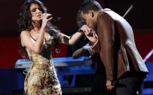 Paula Fernandes Arrasa com Vestido Preto e Dourado no Grammy, 10/11/11