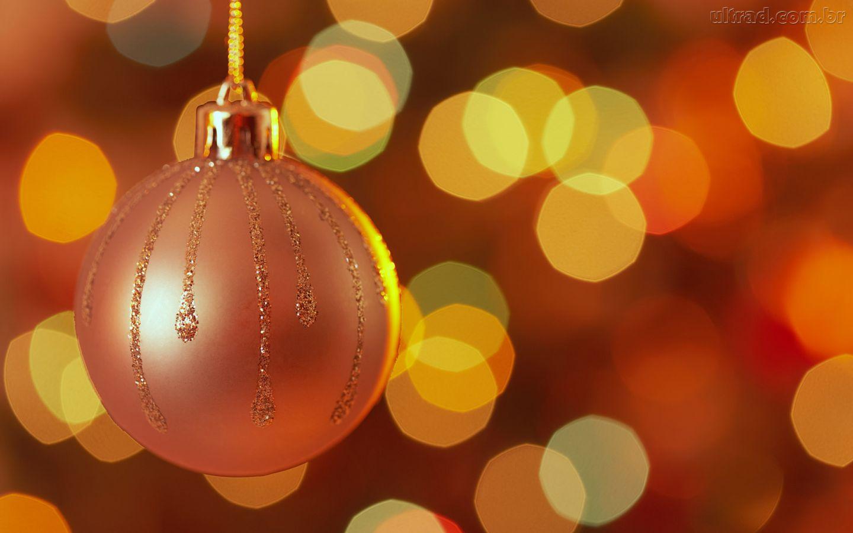 bola de natal Decoração de Natal Sustentável: Reciclagem de Enfeites e Dicas Baratas