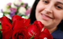 Flores com Mensagens Impressas nas Pétalas para Presentear, Veja Fotos