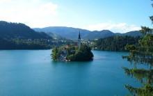 Mini Ilha em Lago Bled da Eslovênia tem Igreja de Conto-de-Fadas Fotos