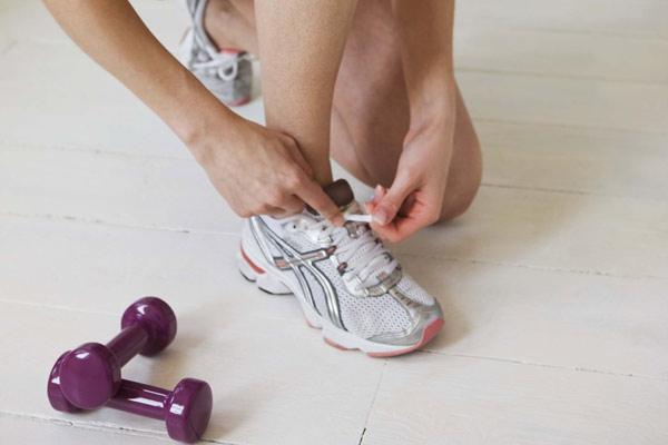 mulher tenis academia Tênis Femininos para Academia e Caminhada: Modelos Nike Adidas da Moda