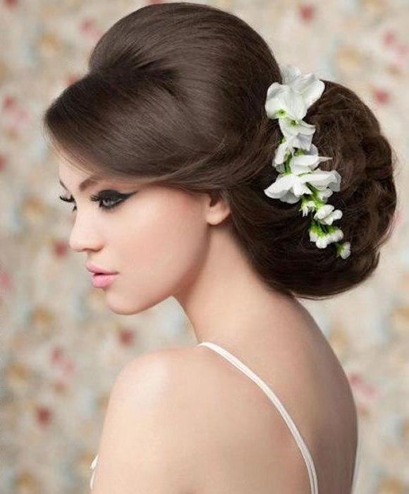 Penteados para noivas com topete