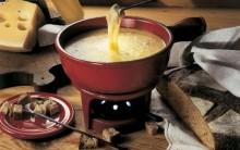 Receita de Inverno: Fondue de Queijo, Pão Italiano, Frios, Carnes