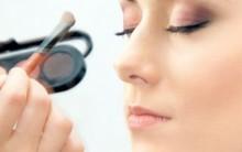 Maquiagem com Duas Sombras: Como Fazer, Passo a passo, Tons da Moda