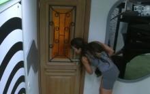 Últimas Notícias BBB-Kamilla BBB13 escuta atrás porta André e Fernanda