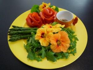 salada-com-flores-comestíveis-