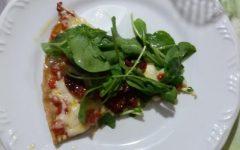 Como Fazer Massa de Pizza Integral com Cobertura de Mussarela, Tomate Seco e Rúcula